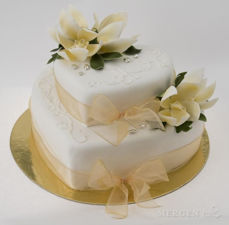 szív alakú esküvői torta Sulyán Cukrászda Veresegyház, Gödöllõ szív alakú esküvői torta