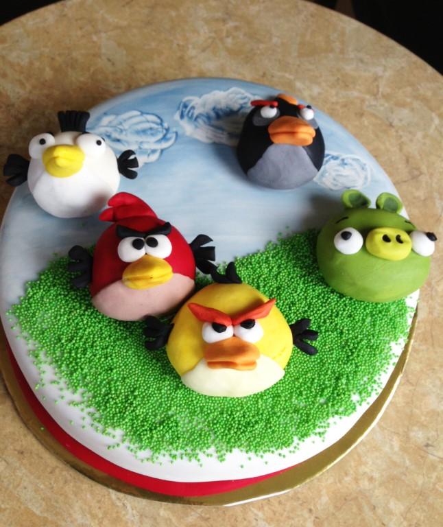 A babatorta felvagasa 104 - 104 Angry Birds Torta