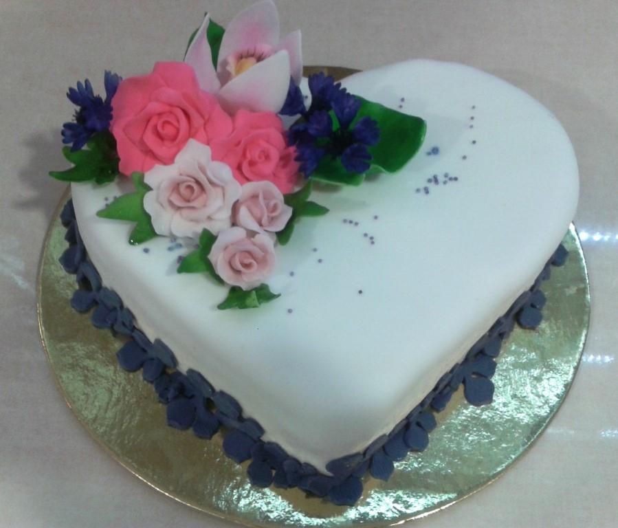 szív alakú torta képek Sulyán Cukrászda Veresegyház, Gödöllõ szív alakú torta képek